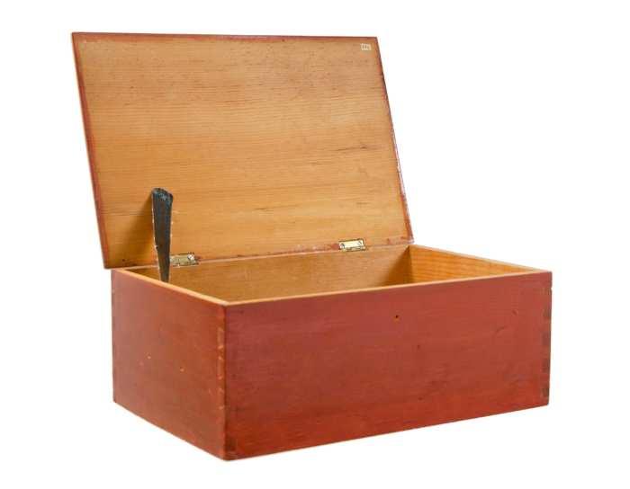 Lot 27: Work Box