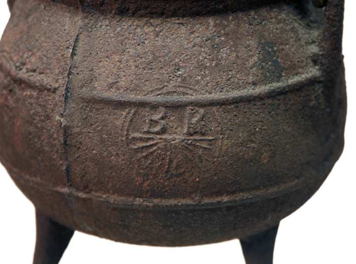 Lot 193: Iron Pot and Small Trammel