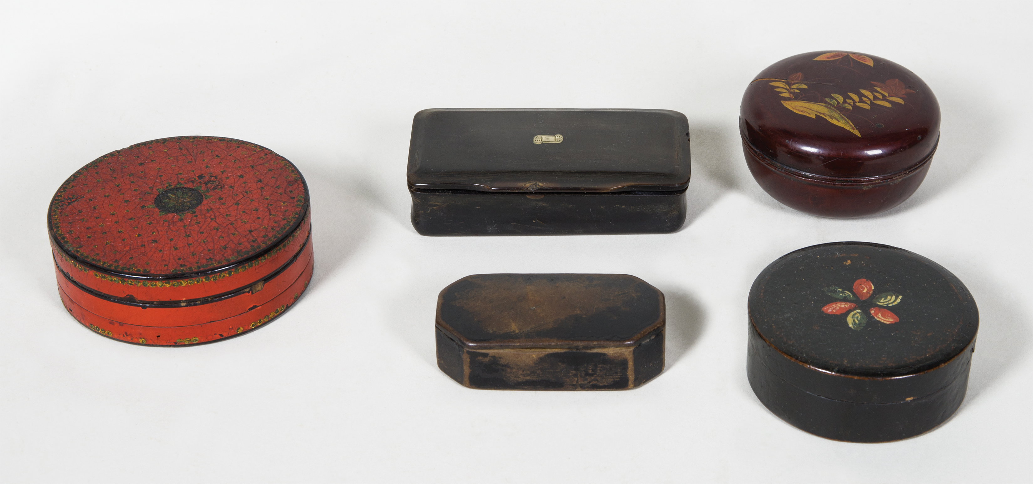 snuff boxes, pill holders, compact